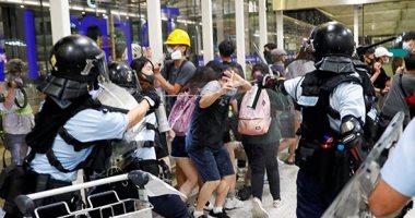كر وفر بين الشرطة والمحتجين بمطار هونج كونج