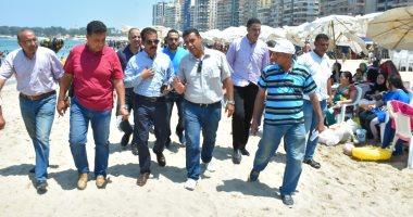 """""""السياحة والمصايف"""" بالإسكندرية: توزيع منشورات توعية بالأسعار على رواد الشواطئ"""