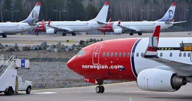 طائرة ركاب نرويجية تصطدم بسياج فى مطار لندن