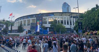 """السوبر الأوروبى.. جماهير ليفربول وتشيلسي تتوافد على ملعب """"فوافون أرينا"""""""
