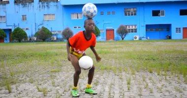 فيديو.. ميسى الصغير يستعرض مهاراته فى نيجيريا