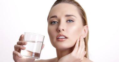 شرب الماء مهم لصحة البشرة والجلد.. اعرف السبب
