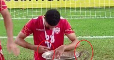 شاهد.. لاعبو منتخب البحرين يكسرون كأس اتحاد غرب آسيا أثناء احتفالهم باللقب