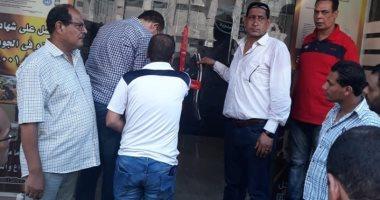 صور .. غلق مطعم بالإسكندرية بعد رصد مخالفات وتعدى على الطريق العام