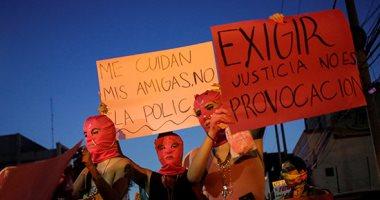 صور.. آلاف النساء يتظاهرن فى المكسيك احتجاجا على اغتصاب الشرطة