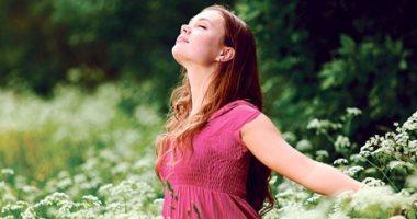 اضحك غصب عنك.. 3 خطوات لتكون مصدر طاقة إيجابية لمن حولك