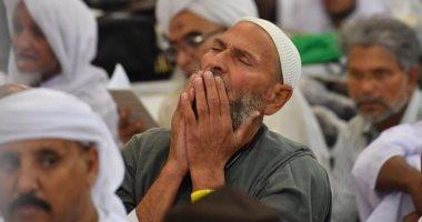 خشوع وخنوع لله.. الحجاج يعيشون أجواء روحانية بالمسجد النبوى.. صور