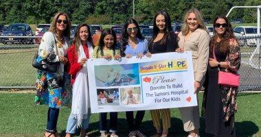 """اخبار اليوم – صور.. سيدات مصريات بنيويورك يرفعن لافتة """"تبرعوا لأطفالنا"""" لدعم معهد الأورام"""
