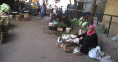 """ميدان الخلفاوى تحول لسوق عشوائى.. شكوى """"أحمد"""" من حى شبرا مصر"""