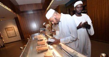 هنا معرض القرآن.. مخطوطات نادرة لكتاب الله وقطع قديمة من ستار الكعبة