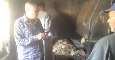 رئيس مدينة إدفو يضبط مخبز ينتج رغيف ناقص وزن ومبنى مخالف