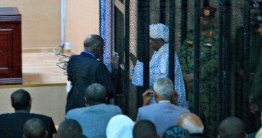 97 محاميا يدافعون عن عمر البشير بأولى جلسات محاكمته فى الخرطوم