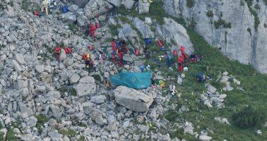 جهود مكثفة لإنقاذ اثنين من المستكشفين حاصرتهم المياه داخل كهف فى بولندا