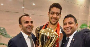 صور.. أفضل لاعب فى مونديال ناشئين اليد: أهدى كأس العالم للجماهير المصرية