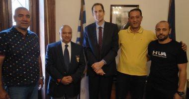 الأولمبية تهدى سفارة اليونان درع اللجنة لتسهيل إجراءات المشاركة بألعاب البحر المتوسط