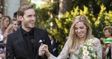 الإنفلونسرز بيتجوزوا بعض.. نجم يوتيوب يحتفل بزفافه على إحدى مشاهير مواقع التواصل