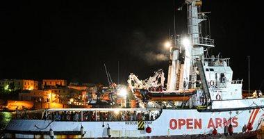صور.. السلطات الإيطالية تحتجز سفينة إنقاذ مهاجرين تابعة لمنظمة إسبانية