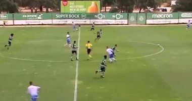 صدق أو لا تصدق.. فريق يسجل هدفا دون لمس الكرة فى البرتغال.. فيديو