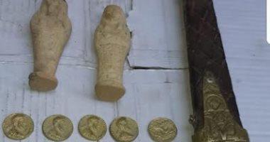 بعد تنكرهم.. ضباط الآثار يضبطون 8 قطع يونانية وإسلامية أثناء عرضها للبيع