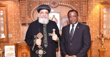 البابا تواضروس يستقبل سفير غينيا الاستوائية بالكاتدرائية المرقسية