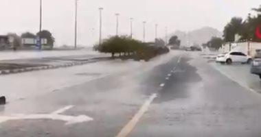 فيديو.. أمطار غزيرة على الرياض تزامنا مع انعقاد القمة الخليجية