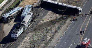 إصابة 27 شخصا فى خروج قطار ركاب عن القضبان بولاية كاليفورنيا الأمريكية