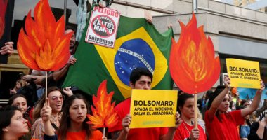 صور.. آلاف البرازيليين يخرجون إلى الشوارع بسبب حرائق غابات الأمازون