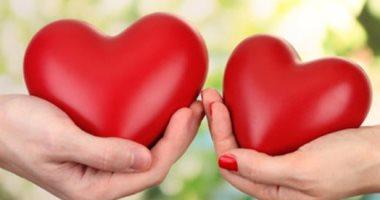 الحب يصنع المعجزات.. الإنسان يتحمل الألم بقوة مضاعفة حال تواجد حبيبه بجواره