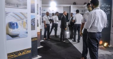 إقبال الحجاح المغادرين لصالة حجاج مطار جدة على معرض صور معالم من الحج