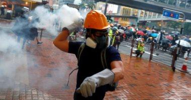 صور.. شرطة هونج كونج تطلق الغاز المسيل للدموع على المحتجين