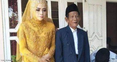بفارق 56 عامًا.. زواج فتاة تبلغ 27 سنة من رجل فى الثمانينات من عمره بإندونيسيا