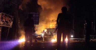 صور.. متظاهرون يضرمون النيران فى مبنى حكومى بمقاطعة بابوا فى إندونيسيا