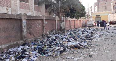اضبط مخالفة.. القمامة تحاصر مدرسة الإعدادية بنات الجديدة بالشرقية