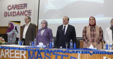 صور.. رئيس جامعة طنطا يفتتح منتدى التأهيل المهنى لطلاب كلية الصيدلة