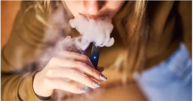 تعرفى على أضرار السجائر الإلكترونية أثناء الحمل