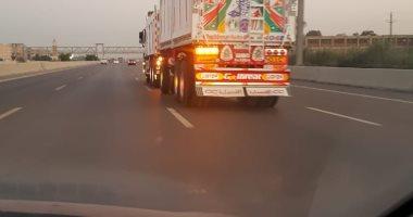 شكوى من سير سيارات النقل على طريق إسكندرية الصحراوي اتجاه القاهرة وقت الحظر