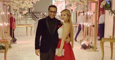 هنا الزاهد تضع اللمسات النهائية على فستان حفل زفافها من أحمد فهمى