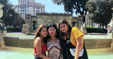 صور.. رانيا يوسف بصحبة ابنتيها فى إسبانيا