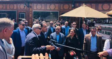 رئيس الوزراء يتفقد شارع مصر بالمنيا ويوجه بتخصيص مقاعد ثابتة للمواطنين