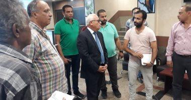 صور.. محافظ بورسعيد يتابع سير العمل بمستشفى الحياة ويلتقى بالعاملين بمجلس بورفؤاد