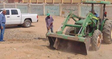 صور .. حملات نظافة بمحيط مدارس بالبحر الأحمر استعدادا لاستقبال العام الدراسى