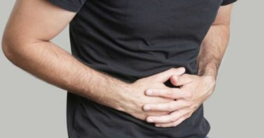 7 signs of a digestive problem, including lack of sleep and skin irritation