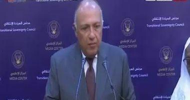 رئيس الحكومة بالسودان: علاقتنا بمصر أزلية.. وسامح شكرى يدعوه لزيارة القاهرة