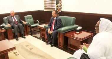 """الصفحة الرسمية لرئيس وزراء السودان تبدأ عملها بإبراز زيارة """"شكرى"""" و""""كوتيس"""""""