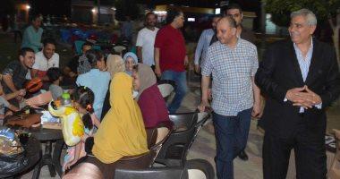 """صور.. محافظ المنيا يلتقى أصحاب الوحدات والزائرين لمشروع """"شارع مصر"""""""