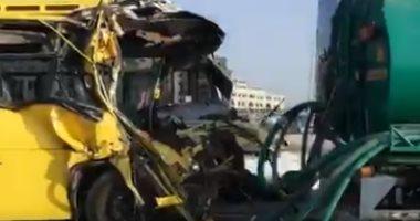 فيديو.. إصابة 15 طالبا ومشرفا فى حادث مرورى على جسر الخليج التجارى فى دبى