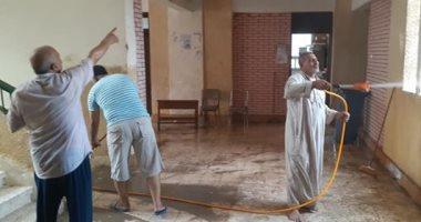 مدرسو مدرسة العوامرة بالشرقية يشاركون فى أعمال النظافة استعدادا للعام الجديد