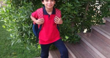 يونيفورم وسبلايز وشنطة.. مالك بالملابس الجديدة استعداد لأول يوم مدرسة