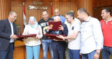 صور.. محافظ بورسعيد يوقع بروتوكولا لتمويل تمليك 58 مصنعًا للشباب