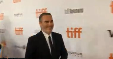 جواكين فينيكس يزين السجادة الحمراء فى مهرجان تورنتو السينمائى